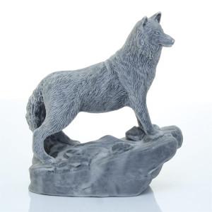 Волк на скале