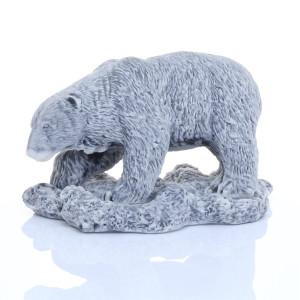 Медведь белый на снегу