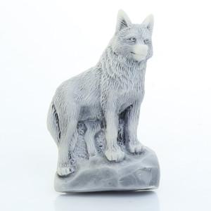 Волк на скале (барельеф) / магнит