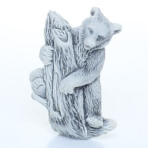 Медведь на дереве (барельеф) / магнит