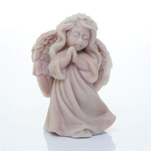 Ангел молящийся с венком