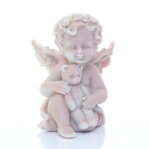 Ангелочек с игрушкой