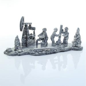 Нефтяники за работой на фоне качалки 1