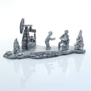 Нефтяники за работой на фоне качалки 3