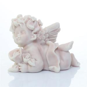 Ангел с розами лежащий